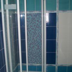 koupelna po rekonstrukci modrý sprchový kout