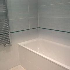 rekonstrukce bytu - koupelna s vanou a topným žebříčkem