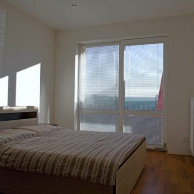ubytování zdarma - postel v ložnici