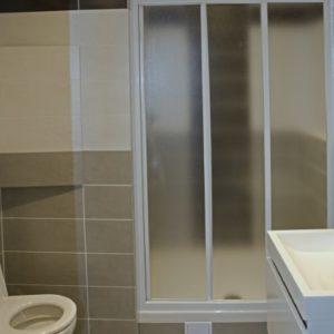po rekonstrukci - sprchový kout