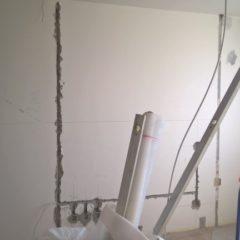 rekonstrukce bytu - sekání do panelu pro elektro rozvody